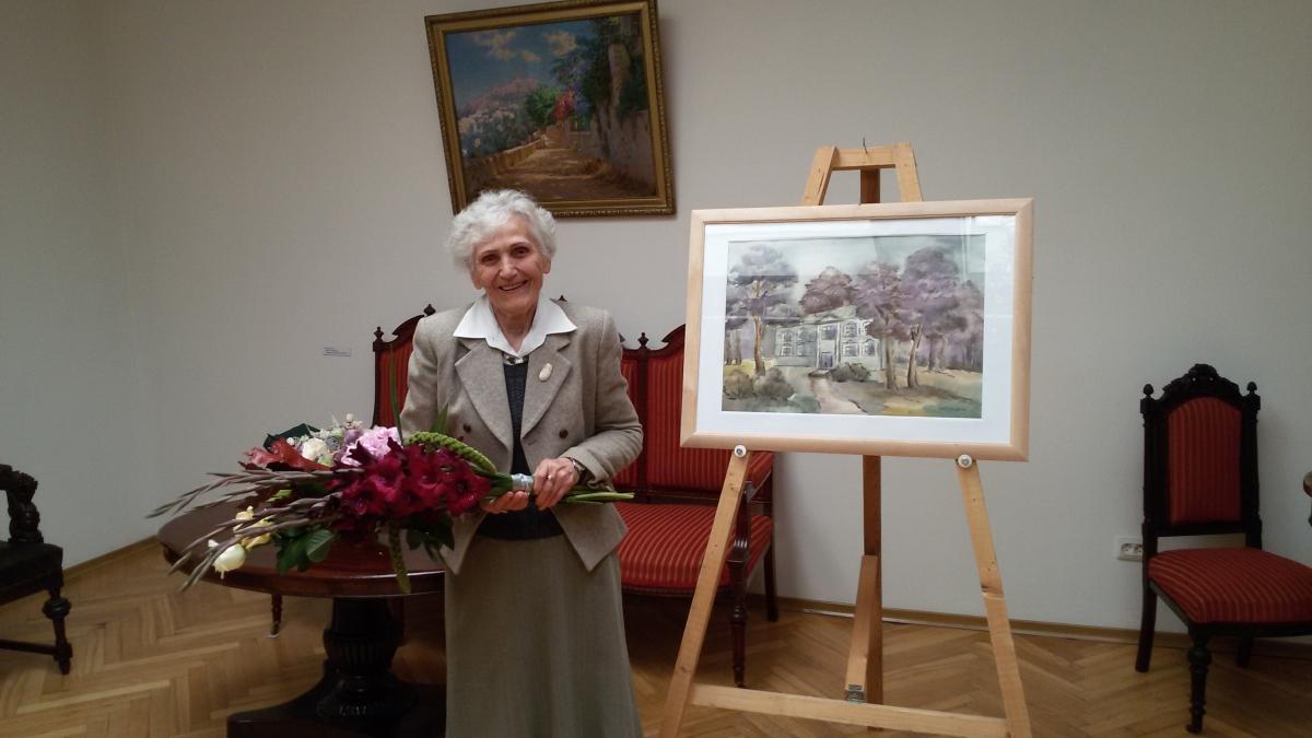 """Tautodailininkė, bibliotekininkė Staselė Mikeliūnienė sukurtą akvarelę """"Skaistakalnio dvaras, atkurtas iš atsiminimų"""" dovanojo Panevėžio kraštotyros muziejui"""